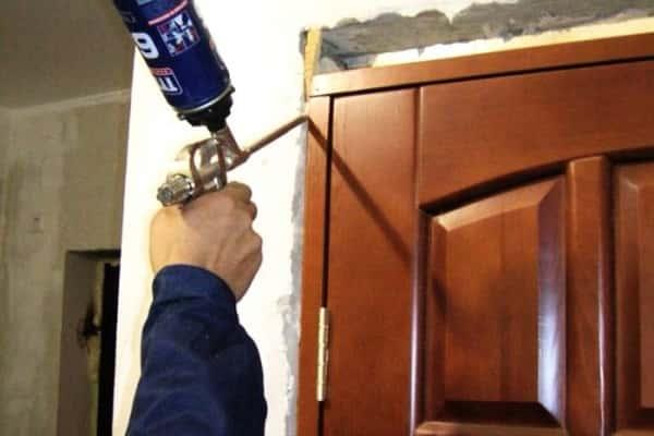 Как Очистить Монтажную Пену с Металлической Двери — просто о сложном