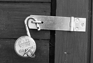 Как Вскрыть Навесной Замок с Полукруглым Ключом — пошаговая инструкция