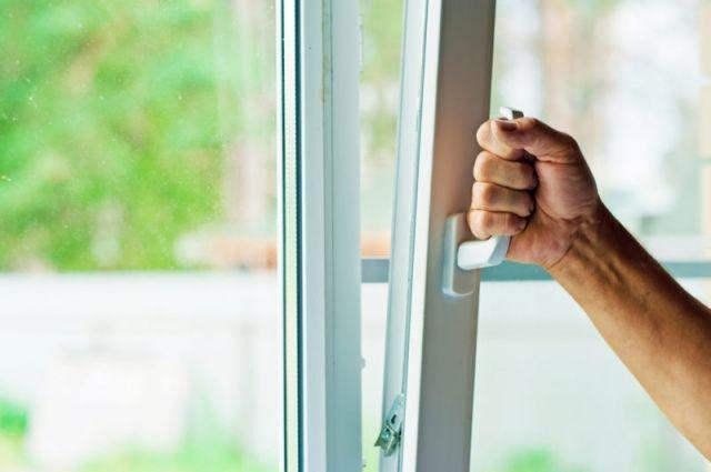 Как Помыть Окна Снаружи на Высоком Этаже - практические советы