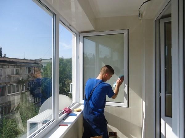 Как Помыть Раздвижные Окна на Балконе Снаружи - практические советы
