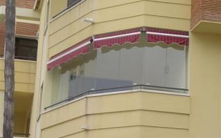 Как Закрыть Балкон от Дождя без Остекления — быстро и легко