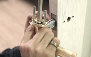 Как Открутить Дверную Ручку в Межкомнатной Двери — этапы и методика